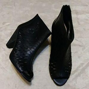 Vince Canuto Eloise Leather Peep Toe Booties